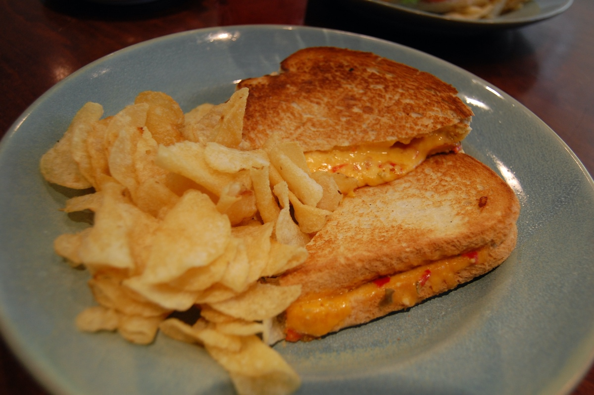 how to make a toasted pimento cheese sandwich