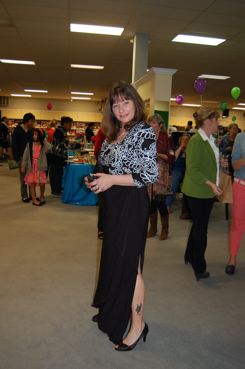 Island Girls Night Out rocks with fashion, fun : The Island News ...