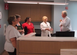 Beaufort Memorial president & CEO Rick Toomey (right) tours the new facility and talks with critical care director Diane Razo and ICU staff.