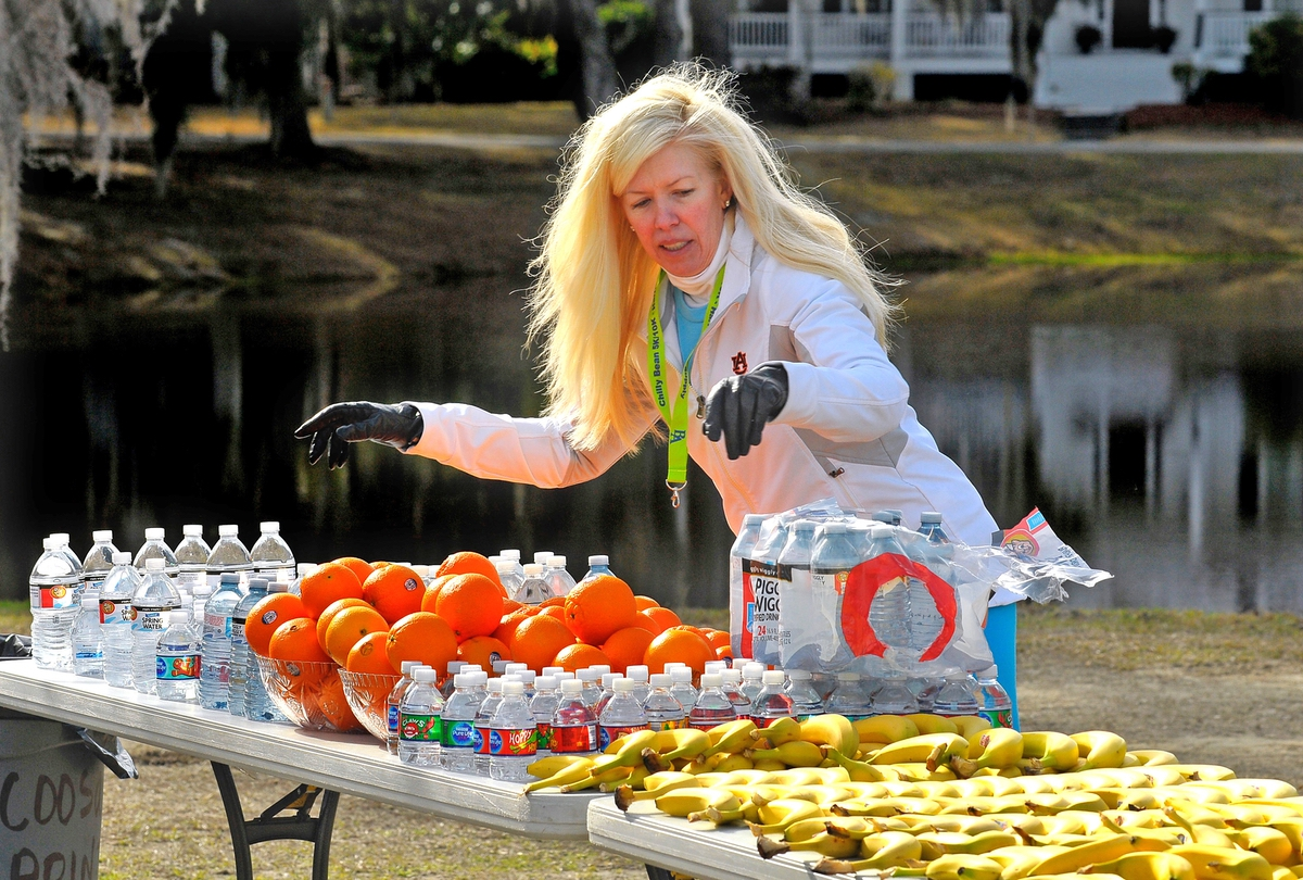 Mandy Burgin, co-chairperson of the Fifth Annual Chilly Bean Run, makes sure there is plenty of bottled water and fresh fruit for the runners.